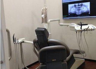 診療室でモニターを見ながら診療します。