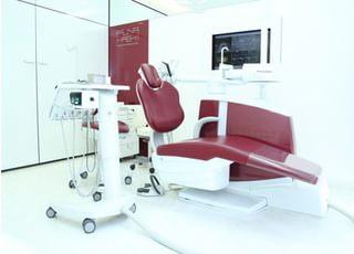 個室制の診療室です。インプラントのオペなどに使用します。