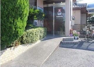荒尾駅より徒歩12分のところにある、早野歯科医院です。