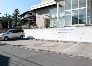 駐車場は10台分ございます。