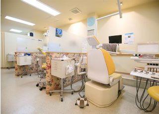 診療台前にテレビが設置されています。歯型を取るときなど お時間がかかる時でも退屈しません。