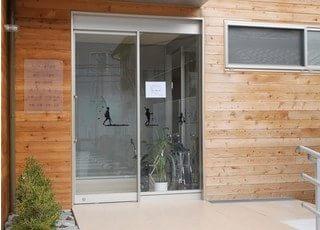 金沢駅から車18分の位置にある、キビキノ歯科医院の外観です。