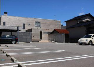 当院は、敷地内に駐車場もご用意しています。