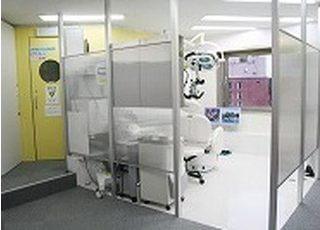 各診療室はパーテーションで仕切られているので、周りの目を気にすることなく治療が受けられます。