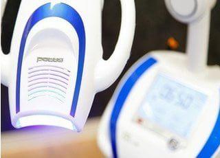 この機械でホワイトニングを行います。