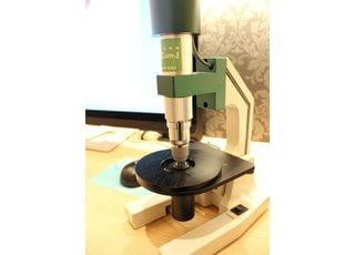 顕微鏡を活用して、口腔内の菌をお調べいたします。
