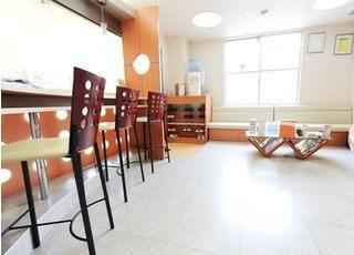 待合室です。雑誌やウォーターサーバーをご用意しております。