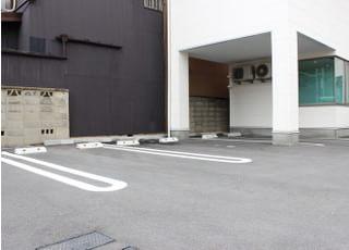 6台分の専用駐車場がございます。
