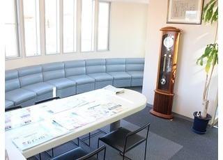 待合室です。リラックスして診療をお待ちいただけます。