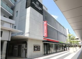 当院はショッピングモール内にあります。