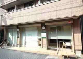 外観です。当院は浦和駅西口より徒歩8分の場所にございます。