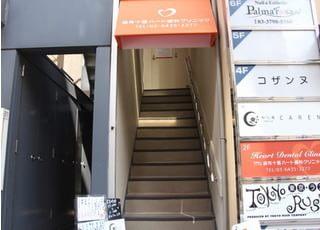 階段を上がって2階になります。