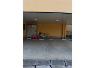 当院には駐車場もございます。