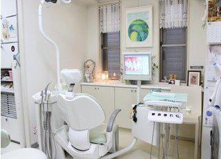 診療室です。モニターを使いながら丁寧にご説明いたします。