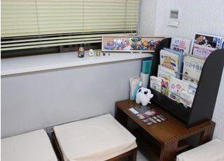 待合室です。本や雑誌を用意していますので、ご自由にご覧ください。