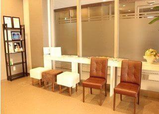 開放感のある待合室となっています。