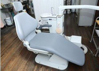 診療チェアは座り心地の良いものを使用しております。