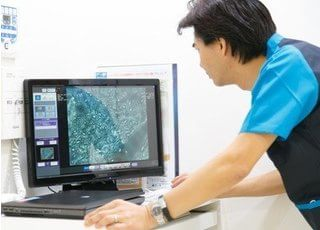 デジタルレントゲン画像です。 患者様のお口の状況を確認いたします。