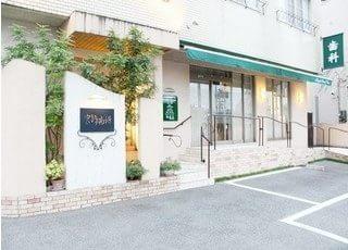 久留米駅から徒歩14分の位置にある、宮崎歯科医院の外観です。