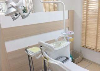診療室スペースは無垢材を使い落ち着きのある空間です。