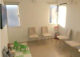 待合室にはキッズスペースもあるのでお子様連れの方も安心してお越しください。