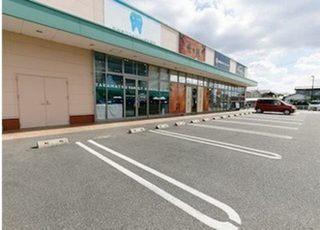 ショッピングセンターの駐車場をご利用いただけます。
