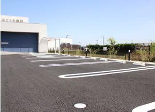 当院のすぐ前に駐車場がございます。ご利用ください。