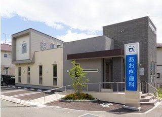 医院前に駐車場がございます。