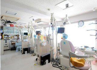 診療室は光が差し込み、気持ちよく治療が受けられます。