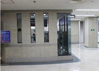 栄駅直結にある、スカイル福与歯科です。