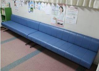 受付が済まれたら、待合室でお待ち下さい。