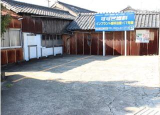 医院の向かいの駐車場もご利用ください。