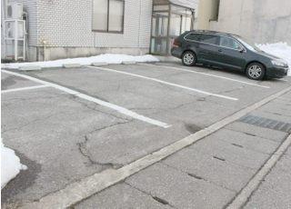 駐車場は8台分ございます。