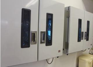 光滅菌器で、器具の管理を行っております。