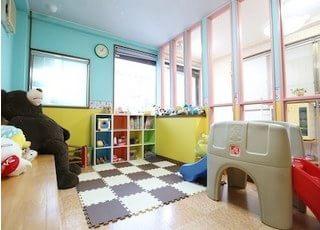 キッズルームです。お子様にも楽しくお待ち頂けます。