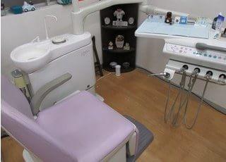 こちらの診療台で真心のこもった治療を致します。