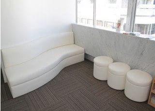 清潔感のある待合室となっております。