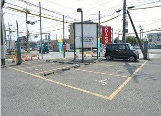 駐車場をご用意しているのでお車の方も気兼ねなくご来院ください。