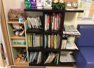 雑誌や新聞などを置いています。ご利用ください。