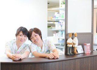 受付では笑顔の素敵なスタッフが対応します。