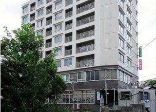 東山ハイツの3階に位置しています。