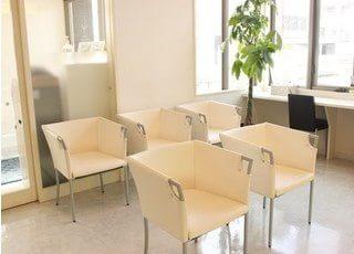 患者様にリラックスしていただける空間となっております。待ち時間の間も退屈しない空間をご用意しています。