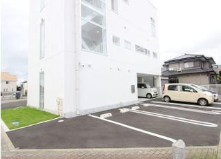 医院裏の駐車スペースもご利用ください。