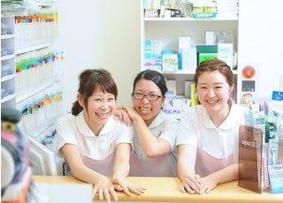 小向井歯科クリニックのスタッフです。皆様を笑顔でお待ちしております。