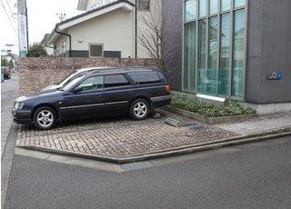 お車でお越しの患者様のための駐車場もございます。