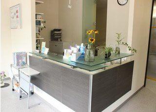 植物などをおいて患者様がリラックスした状態で受診できるよう心掛けています。