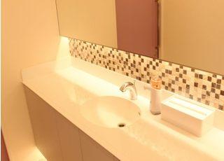 キレイで清潔感あるお手洗いになります。