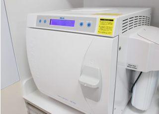 ヨーロッパ規格であるEN13060に準拠した最高クラス「クラスB」の滅菌器です。 タービンなどのハンドピース内部の中腔パイプ内の残留空気を抜き、蒸気を細部まで行き渡らせ滅菌を行います。