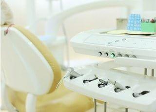 清潔な治療機器を使用して治療します。