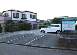 駐車場が備わっていますのでお車でもお越しいただけます